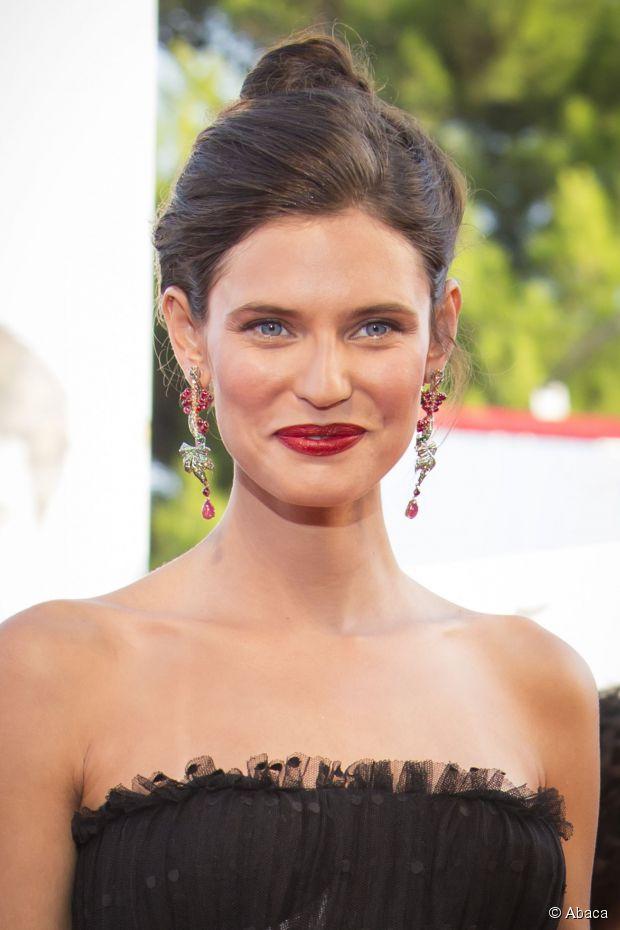 Red Carpet Hair Tutorial: Wie man einen schicken Chignon macht