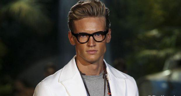Wie man einen ikonischen James Dean inspirierten Haarschnitt für Männer bekommt