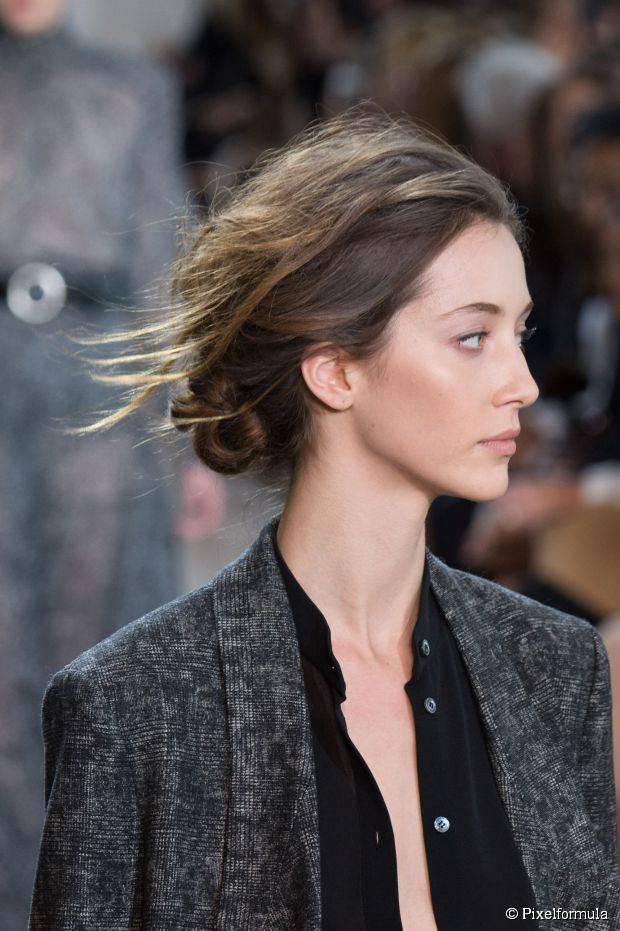 10 unordentliche Frisuren, die Sie überall tragen können