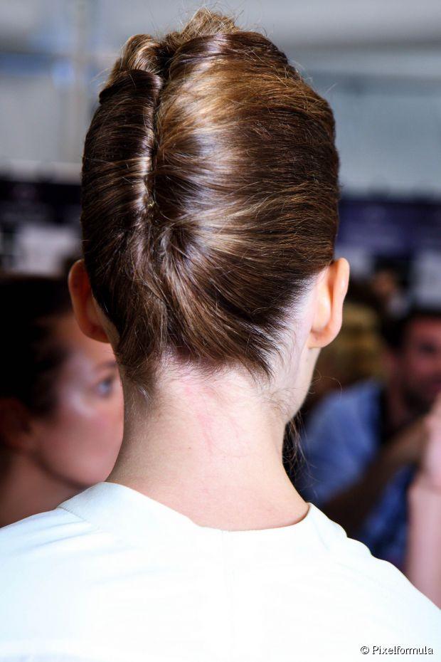 Wie man eine klassische französische Twist-Frisur macht