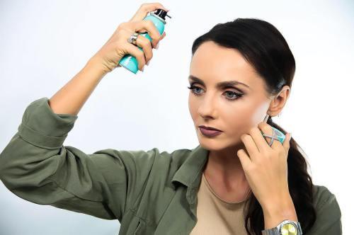 Wie Sie Ihr Haar nach dem Bleichen wieder zu seiner natürlichen Farbe bringen