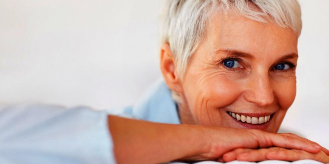 25 wunderschöne kurze Frisuren für Frauen über 50