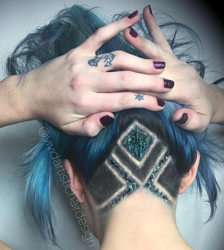 20 Undercut Haar Tattoo Ideen für Mädchen