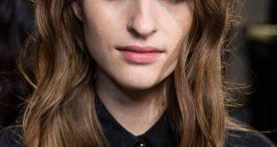 10 neue Möglichkeiten, welliges Haar aller Längen zu stylen