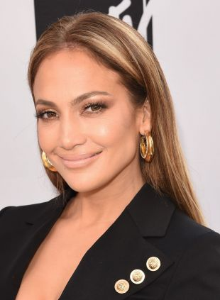 Blowout-Frisuren: Jennifer Lopez's straight look vs. voluminös