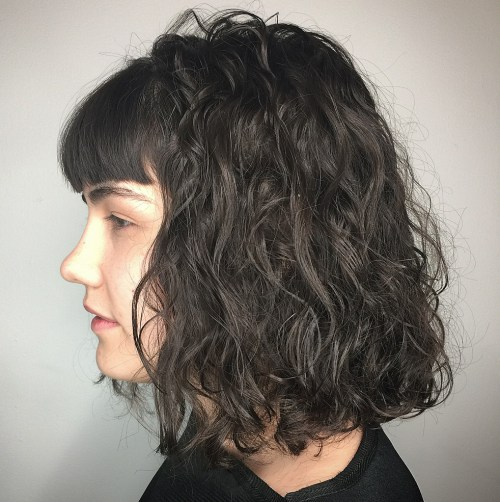 10 Frisuren beweisen, dass Perms mit Pony makellos aussehen